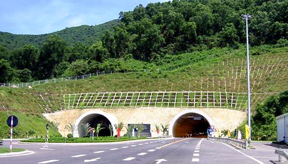 """""""Dọa"""" ngừng hoạt động hầm Hải Vân: Đã đóng tiền điện và """"không có quyền đóng cửa hầm"""""""