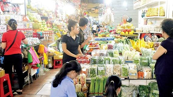 Chợ truyền thống hồi hộp vào mùa tết