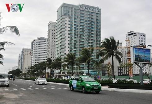 Hàng loạt ngôi nhà cao tầng mọc lên khu vực ven biển Đà Nẵng.