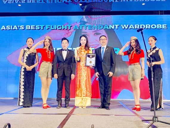 """Vietjet được vinh danh giải thưởng """"Đồng phục tiếp viên đẹp nhất Châu Á."""