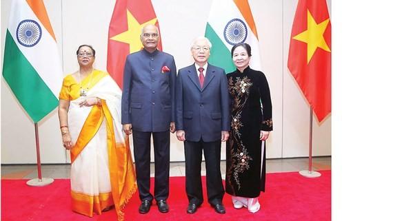 Tổng Bí thư, Chủ tịch nước Nguyễn Phú Trọng và phu nhân đón Tổng thống Ấn Độ Ram Nath Kovind và phu nhân Ảnh: TTXVN