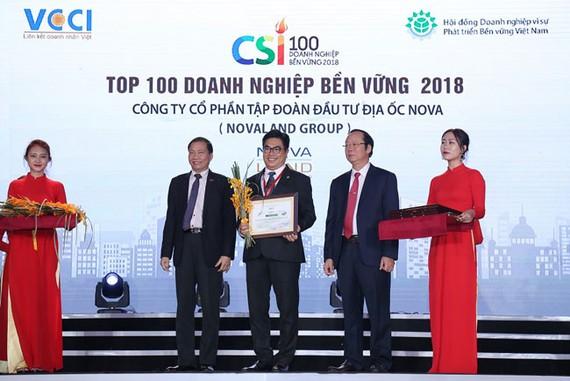 Đại diện Tập đoàn Novaland tại lễ vinh danh Doanh nghiệp bền vững 2018.