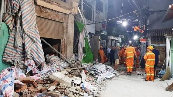 Hiện trường vụ sập giàn giáo làm 1 người tử vong, xảy ra tại công trình xây dựng nhà ở trên đường Tôn Thất Tùng (quận 1) vào tối 22-11-2018