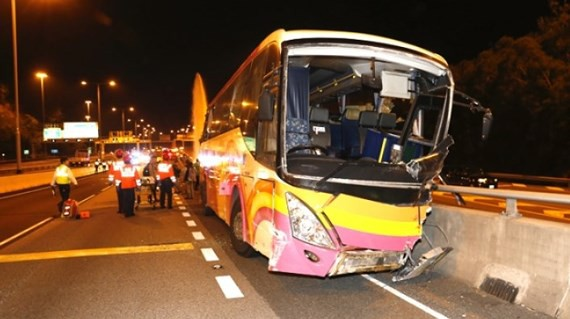 Hiện trường vụ tai nạn giao thông kinh hoàng xảy ra tại Hong Kong sáng 30-11