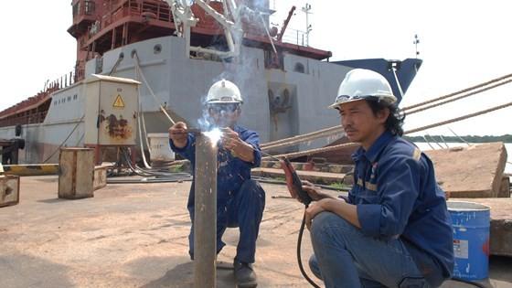 Đóng tàu tại Công ty TNHH MTV Công nghiệp tàu thủy Sài Gòn - một DNNN trong lĩnh vực công nghiệp. Ảnh: CAO THĂNG
