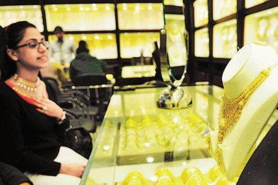 Giá vàng thế giới áp sát mức ''đỉnh'' trong vòng năm tháng qua