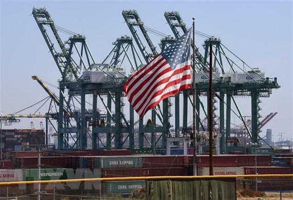 Các container hàng hóa của Trung Quốc tại Cảng Long Beach, ở Los Angeles, Mỹ ngày 29/9/2018. (Nguồn: AFP/TTXVN)