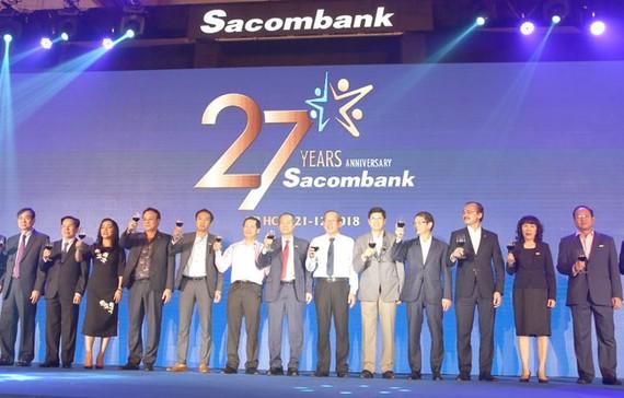 Tập thể Ban lãnh đạo Sacombank tại Hội nghị tổng kết năm 2018.