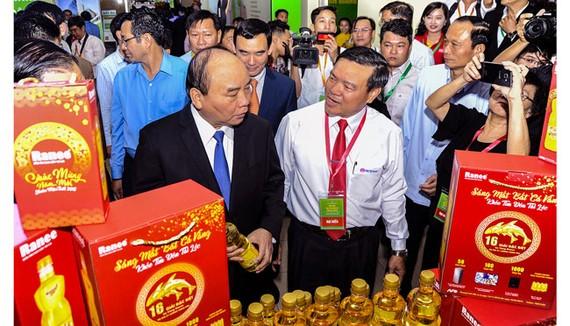 Thủ tướng Chính phủ Nguyễn Xuân Phúc đánh giá cao tính tiên phong của Tập đoàn Sao Mai trong nền kinh tế 4.0.