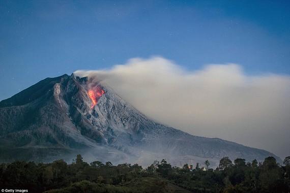 Núi lửa ở Indonesia, Philippines cùng thức giấc