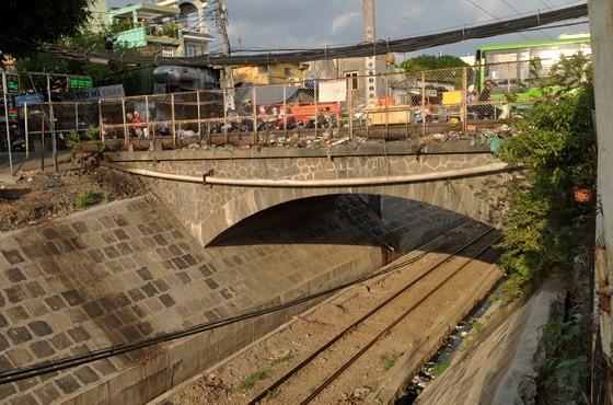 Cầu Hang Ngoài sẽ được xây dựng mới. Ảnh: THÀNH TRÍ