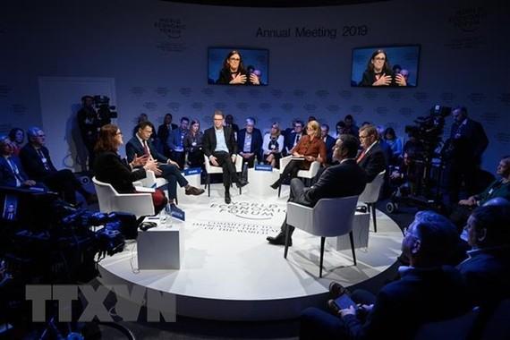 Ủy viên Thương mại của EU Cecilia Malmstrom và đại diện các tổ chức thương mại tại cuộc họp trong khuôn khổ Diễn đàn Kinh tế Thế giới (WEF) ở Davos, Thụy Sĩ ngày 24/1/2019. (Ảnh: AFP/TTXVN)