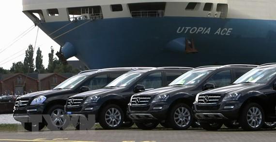 Ảnh tư liệu: Xe Mercedes Benz tại cảng container ở Bremerhaven, miền Bắc Đức. (Nguồn: AFP/TTXVN)