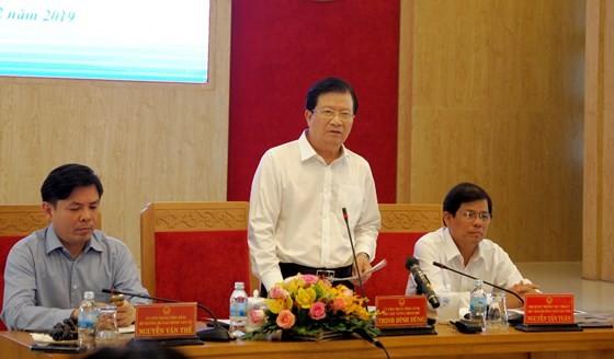 Phó Thủ tướng Trịnh Đình Dũng phát biểu chỉ đạo tại hội nghị