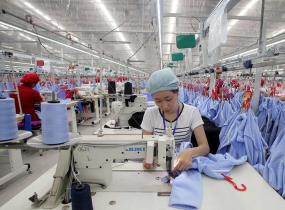 Theo VCCI, quy định hiện tại đang khuyến khích mạnh mẽ các doanh nghiệp trong khu công nghiệp cung cấp nhà ở cho người lao động. (Ảnh: TTXVN)