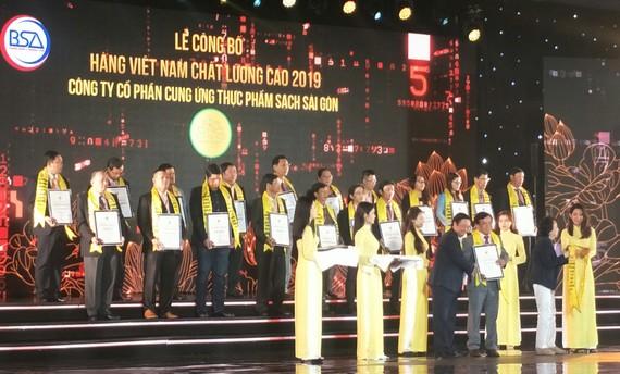542 DN đạt chứng nhận HVN CLC năm 2019