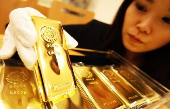 Giá vàng châu Á đi xuống khi 'sức khỏe' kinh tế Mỹ mạnh hơn dự báo