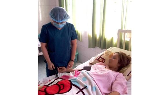 Các bác sĩ chăm sóc cho sản phụ D. sau khi vượt cạn an toàn.
