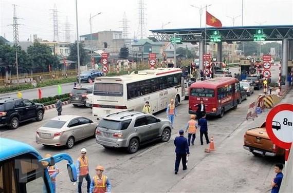 Các trạm thu phí BOT nếu để xảy ra ùn tắc giao thông, nhà đầu tư phải chủ động xả trạm. (Ảnh: TTXVN)