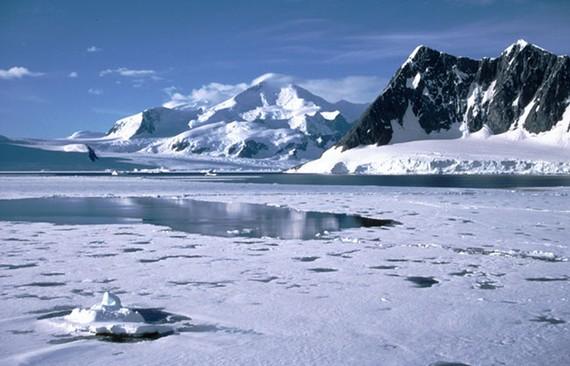 Trích xuất mẫu băng 1,5 triệu tuổi để phân tích biến đổi khí hậu
