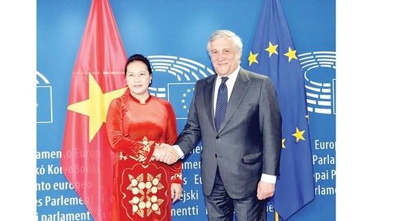 Chủ tịch Quốc hội Nguyễn Thị Kim Ngân hội đàm Chủ tịch Nghị viện châu Âu Antonio Tajani Ảnh: TTXVN