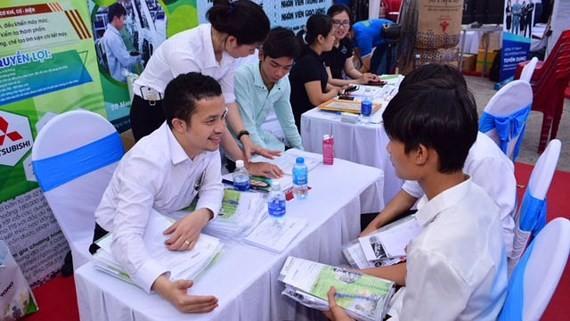 Yes Center tư vấn và giới thiệu việc làm cho thanh niên. Ảnh: THU HƯỜNG