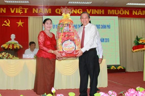 Phó Thủ tướng Trương Hòa Bình chúc Tết cổ truyền Chôl Chnăm Thmây ở trường ĐH Trà Vinh.