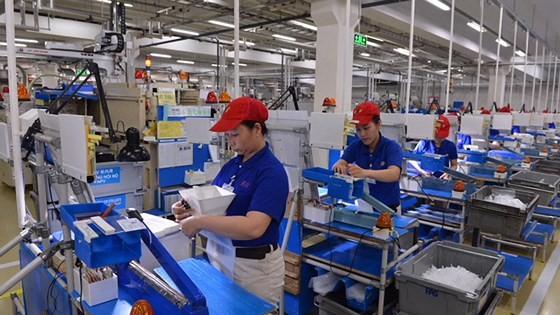 Các doanh nghiệp quan tâm, tạo môi trường làm việc tốt để thúc đẩy người lao động sáng tạo, làm việc hiệu quả. Ảnh: VIỆT DŨNG