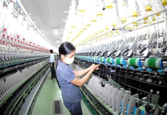 Dệt may cần doanh nghiệp FDI đầu tư vào khâu sợi, dệt nhuộm và vải nguyên liệu. Ảnh: THÀNH TRÍ