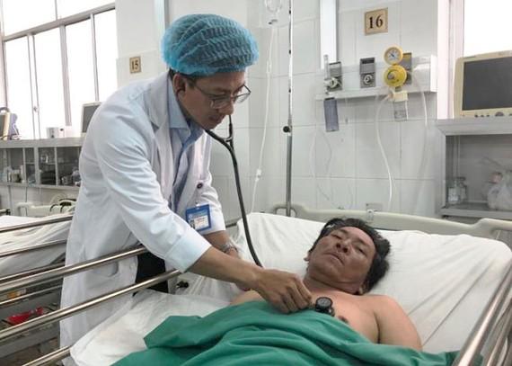 Bệnh nhân T. được cứu sống và được bác sĩ chăm sóc