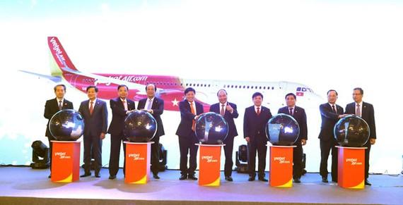 (ĐTTCO) – Hôm nay tại Bắc Kinh (Trung Quốc), Thủ tướng Nguyễn Xuân Phúc và đại diện lãnh đạo cấp cao của Việt Nam và Trung Quốc đã tham dự và chúc mừng Vietjet tại Lễ kỷ niệm 5 năm mở đường bay đến Trung Quốc.