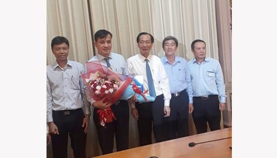 Phó Chủ tịch UBND TPHCM Lê Thanh Liêm đã thay mặt trao quyết định điều động, bổ nhiệm nhân sự lãnh đạo cho ông Lê Hòa Bình làm Giám đốc Sở Xây dựng TPHCM.