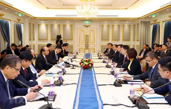Thủ tướng Nguyễn Xuân Phúc tiếp lãnh đạo các doanh nghiệp hàng đầu trong lĩnh vực năng lượng của Trung Quốc. (Ảnh: Thống Nhất/TTXVN)