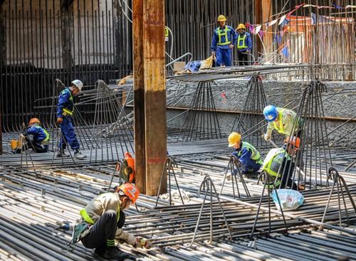 Dự Luật lao động đề xuất quyền nghỉ hưu sớm với những lao động làm công việc đặc biệt nặng nhọc, độc hại và nguy hiểm. Ảnh: Thành Nguyễn.