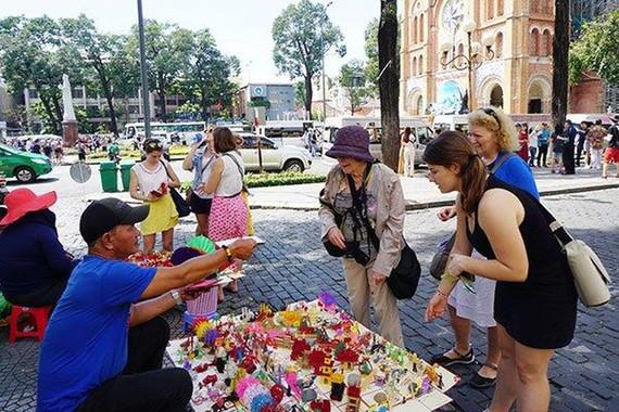 Hỗ trợ người dân tham gia làm du lịch