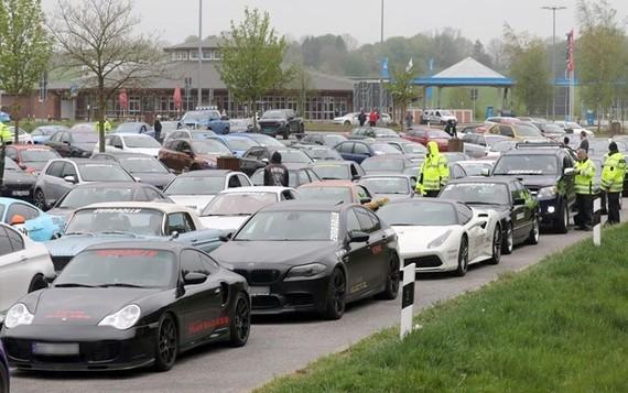 Đức bắt giữ hàng trăm siêu xe đua trên đường cao tốc