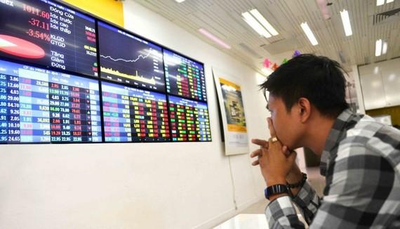 Đón tin xấu chiến tranh thương mại Mỹ - Trung, VN Index bốc hơi 16 điểm