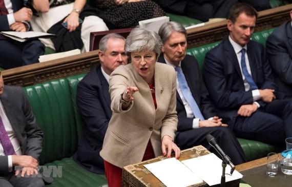 Thủ tướng Anh Theresa May (phía trước) phát biểu tại phiên họp của Hạ viện về thỏa thuận Brexit tại London, ngày 29/3/2019. (Ảnh: THX/TTXVN)