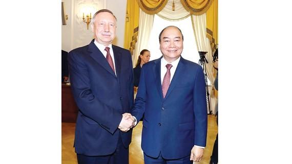Thủ tướng Nguyễn Xuân Phúc gặp Quyền Thống đốc Saint Petersburg Ảnh: TTXVN