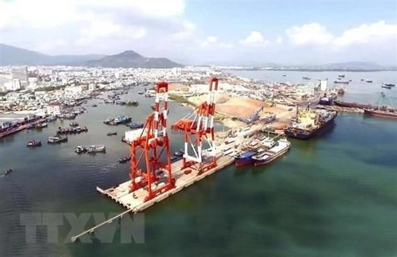Cầu cảng bốc xếp container của cảng Quy Nhơn. (Ảnh: Nguyên Linh/TTXVN)
