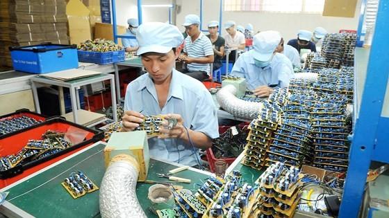 Doanh nghiệp sản xuất thiết bị điện tử trong nước còn phụ thuộc linh kiện nhập khẩu