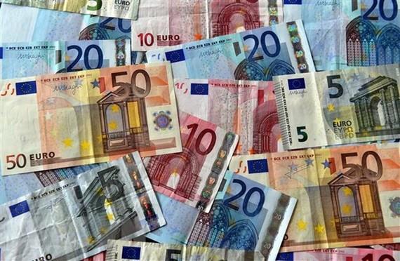 Các đồng tiền giấy euro. (Nguồn: AFP/TTXVN)