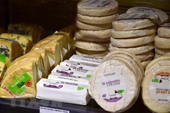 Phomát được bán tại siêu thị ở Saintes, miền Tây nước Pháp. (Nguồn: AFP/TTXVN)