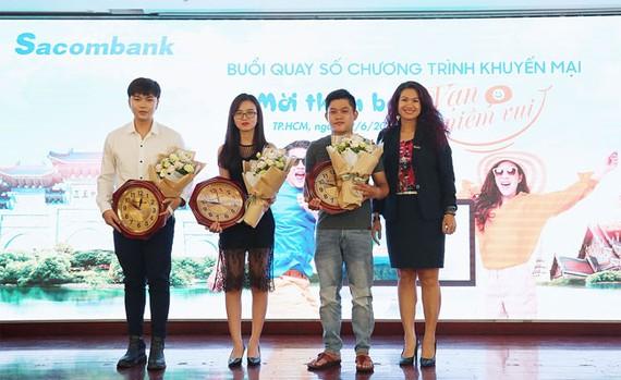 """Sacombank trao giải chương trình """"Mời thêm bạn – Vạn niềm vui"""""""