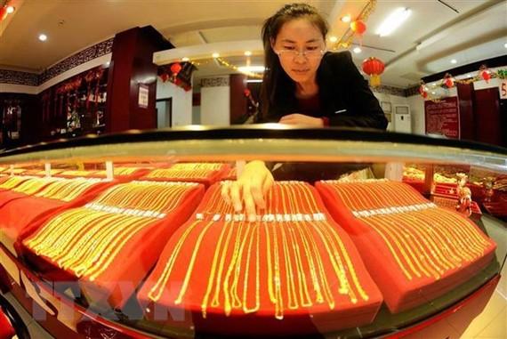 Vàng được bày bán tại cửa hàng ở Thanh Đảo, tỉnh Sơn Đông, Trung Quốc. (Nguồn: AFP/TTXVN)