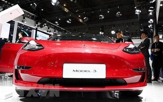 Một mẫu xe của Tesla được trưng bày tại Triển lãm Ôtô Quốc tế Thượng Hải, Trung Quốc ngày 17/4. (Ảnh: THX/TTXVN)