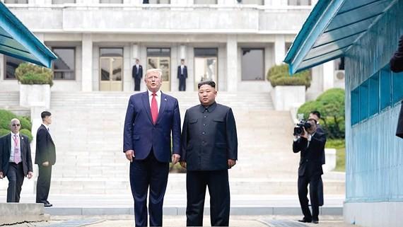 Tổng thống Donald Trump và nhà lãnh đạo Kim Jong-un từ Triều Tiên chuẩn bị trở lại Hàn Quốc