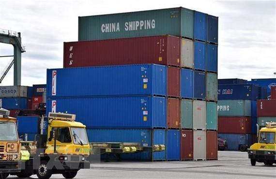 Hàng hóa Trung Quốc được xếp tại cảng ở Long Beach, California, Mỹ, ngày 27/2/2019. (Nguồn: THX/TTXVN)
