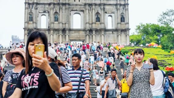 Công dân Macao phải chịu cảnh kẹt xe và ô nhiễm do du khách đến đây đánh bạc.