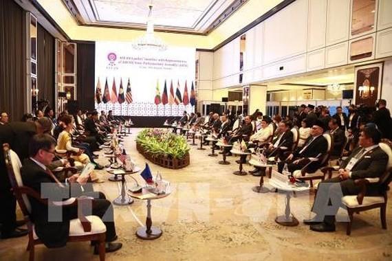 Cuộc gặp giữa Lãnh đạo Cấp cao ASEAN với Hội đồng tư vấn kinh doanh ASEAN (ASEAN-BAC) ngày 22-6-2019. Ảnh: TTXVN